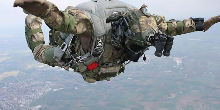 Özel Kuvvetlere paraşüt eğitimi
