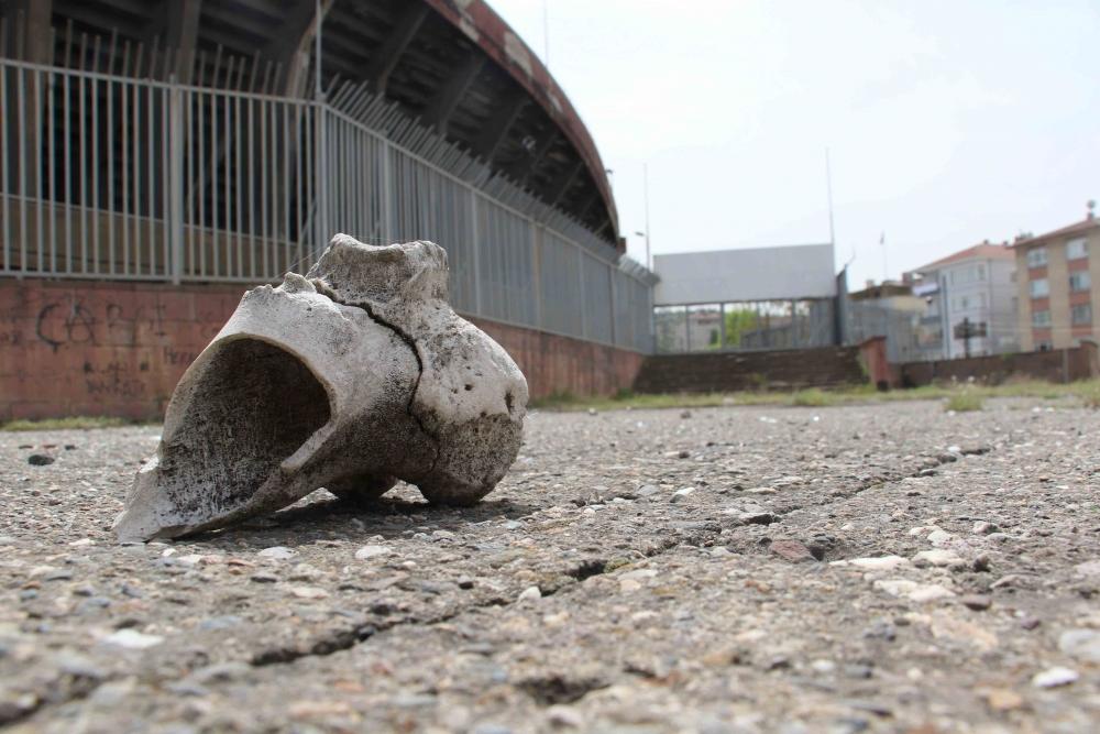 Harabeye dönen Cebeci İnönü Stadyumu, yıkılacağı günü bekliyor 1