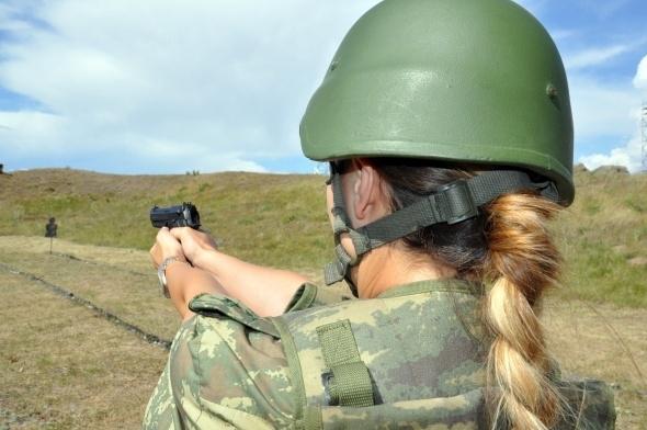 Sınırı bekleyen kadın askerler 12
