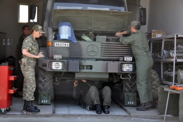 Sınırı bekleyen kadın askerler 4