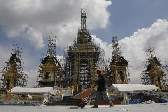 Tayland kralının yakılması için saray yapılıyor 1