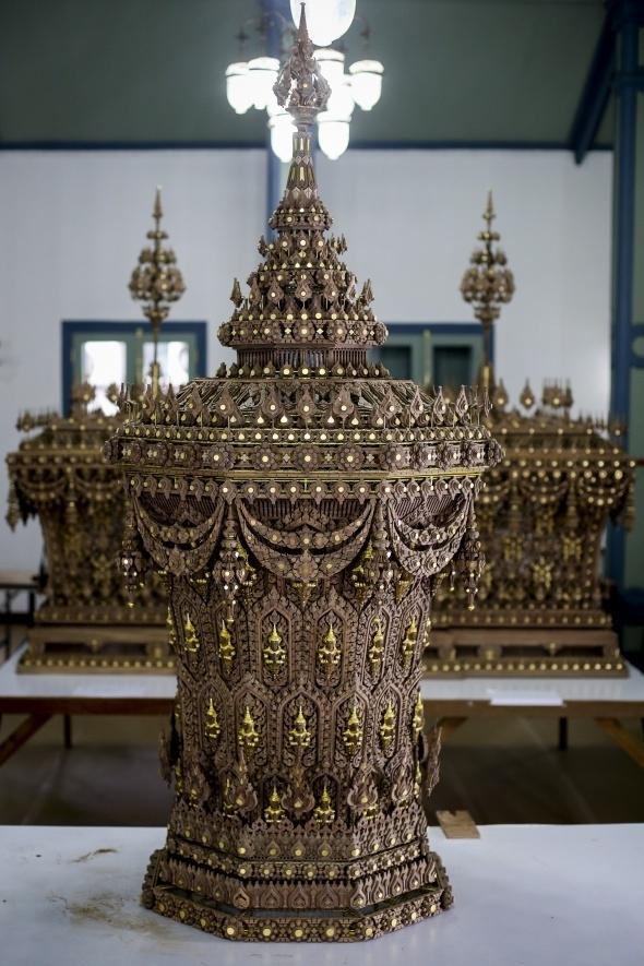 Tayland kralının yakılması için saray yapılıyor 11