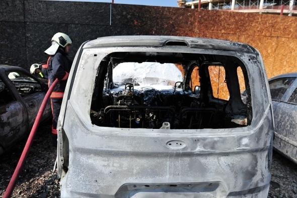 Başkent'te 7 araç yandı 11