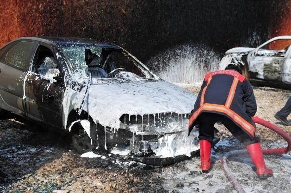 Başkent'te 7 araç yandı 13