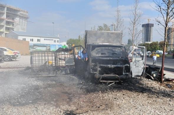 Başkent'te 7 araç yandı 6
