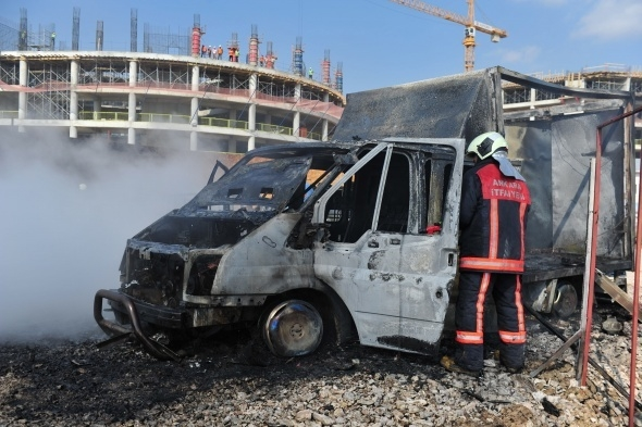 Başkent'te 7 araç yandı 8