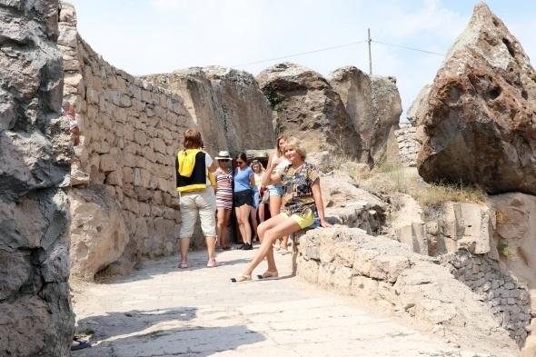 Kırkgöz Yeraltı Şehri ziyaretçilerini büyülüyor 13