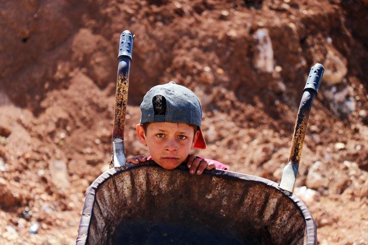 Türk askerinden Cinderesli sivillere şefkat eli 5