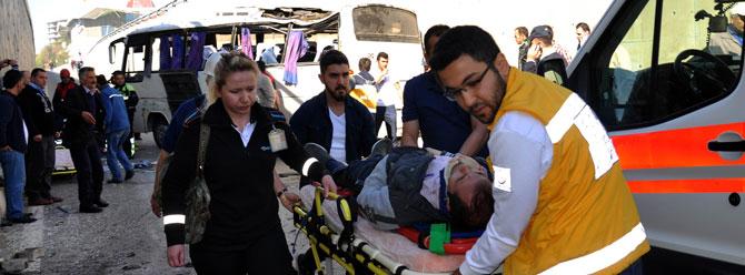 Servis kazasında can pazarı: 20 yaralı
