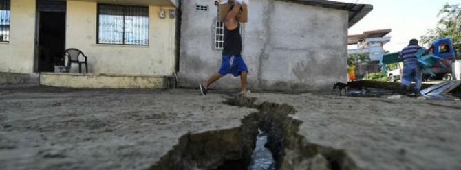 Ekvador depreminde ölü sayısı 413'e yükseldi