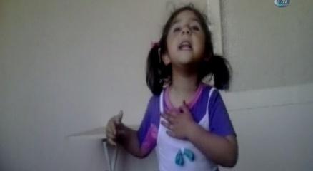 3,5 yaşındaki kızdan göğsüne vura vura İstiklal Marşı haberi