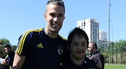 Fenerbahçe antrenmanına sürpriz konuklar haberi