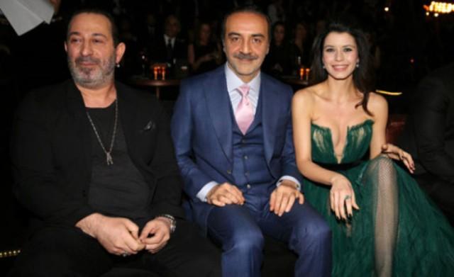 GQ Ödül Törenine Beren Saat'in Derin Dekolteli Kıyafeti Damga Vurdu