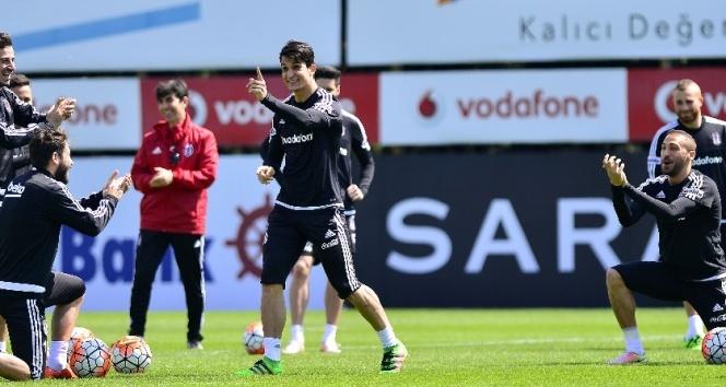 Beşiktaş, idmanda hem gergin hem neşeli