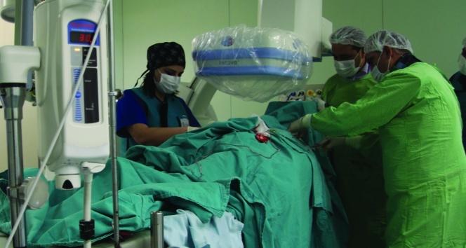 Ameliyatsız kalıcı kalp pili uygulaması