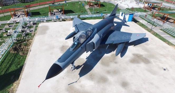 Sincan'a savaş uçağı kondu