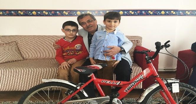 Başkan Çetin'den Sünnet çocuklarına bisiklet hediyesi