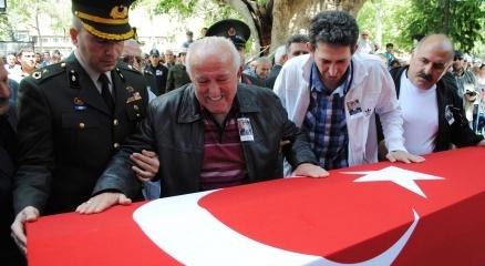 Şehit babası: 'Biz askeriz, bin tane evlat feda olsun ülkemize' haberi