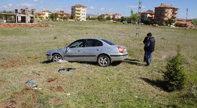 Otomobil Şarampole Devrildi: 1 Ölü 1 Yaralı