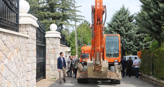 Akın İpek'in evinin önündeki duvara yıkım engeli