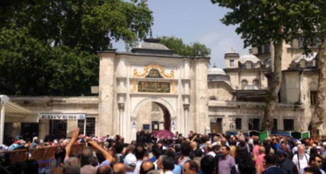 Başbakan Eyüp Sultan'da helallik istedi