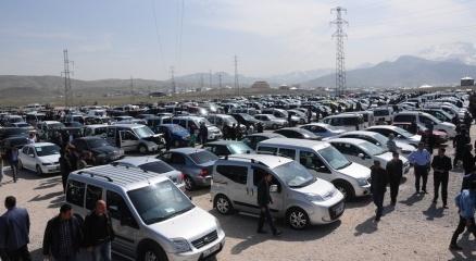 Otomobil ve hafif ticari araç satışları Nisan'da azaldı
