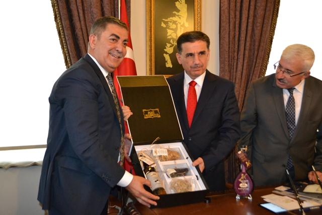 Vali Topaca'dan, Kırşehirli üreten sanayiciye destek sözü