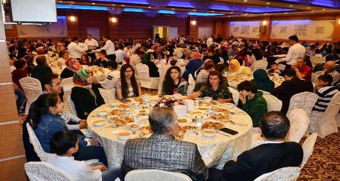 Başkan Çetin şehit aileleri ile gazileri iftarda ağırladı