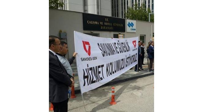 Savdes-Sen'den Çalışma Ve Sosyal Güvenlik Bakanlığı Önünde Basın Açıklaması