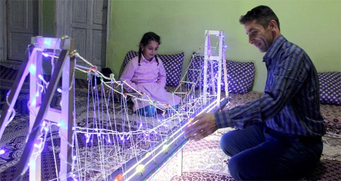 İstanbul'u görmek isteyen kızına Boğaz Köprüsünün maketini yaptı