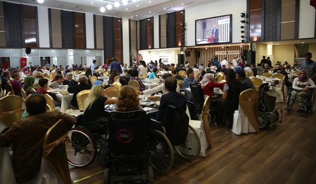 Başkan Demirel engellilerle iftar yaptı