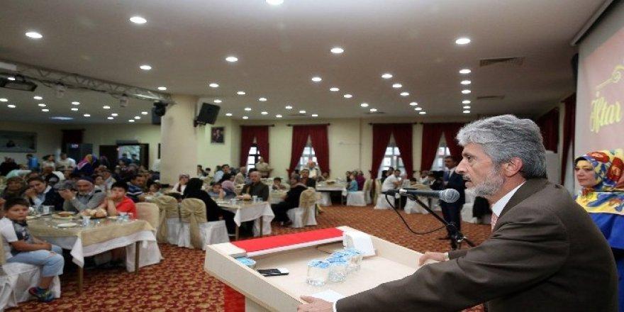 Sincan Belediye Başkanı Tuna, şehit aileleriyle iftar sofrasında buluştu