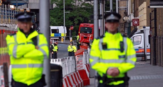 Londra'da camiden çıkan müslümanların üzerine kamyonlu saldırı 10 kişi öldü
