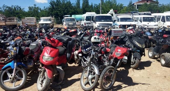 Polis kurallara uymayan motosiklet sürücülerine ceza yağdırdı