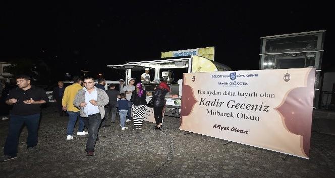 Büyükşehir Belediyesi Kadir Gecesi'nde lokma dağıttı