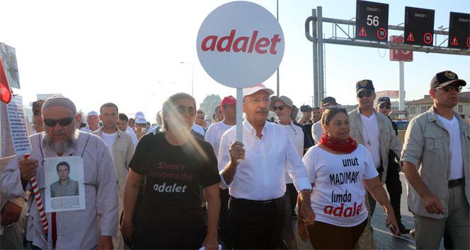 """Kılıçdaroğlu, """"Adalet Yürüyüşü""""ne Pendik'te mola verdi"""