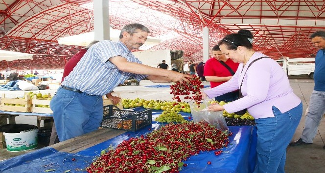 Sincan Belediyesi üretici pazarına yoğun ilgi