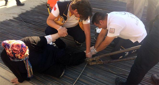 Ayağına saplanan inşaat demiriyle hastaneye kaldırıldı