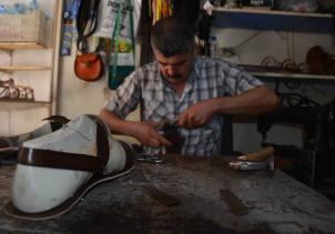 El yapımı sandaletler teknolojiye direniyor