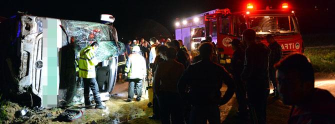 Akli dengesi bozuk yolcu otobüsü devirdi: 19 yaralı