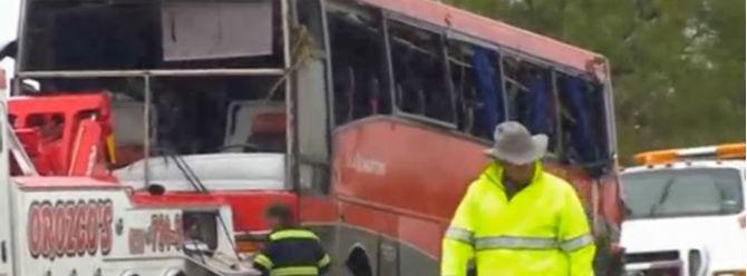 ABD'de yolcu otobüsü devrildi: 8 ölü