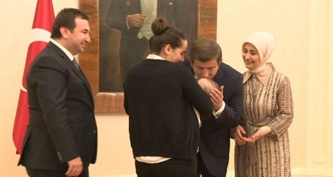 Davutoğlu, Başbakanlık personeli ve ailelerine veda etti