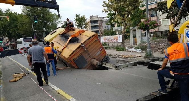 Maltepe'de yol çalışması sırasında çökme meydana geldi