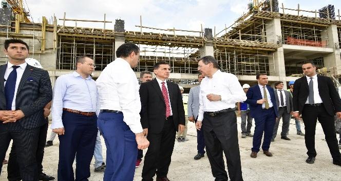 Başkan Gökçek ile Ankara Valisi Topaca, Eryaman Stadı inşaatını gezdi