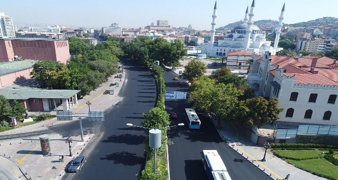Ankara Büyükşehir Belediyesi yol ve asfalt çalışmalarına hız verdi