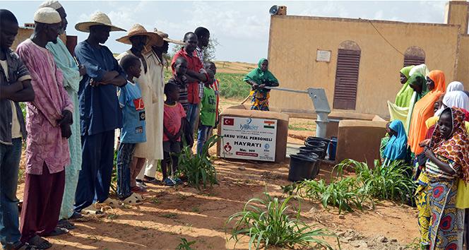 Aksuvital personelinden Afrika'da anlamlı hareket