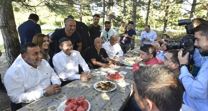 Gökçek belediye çalışanlarıyla piknikte buluştu