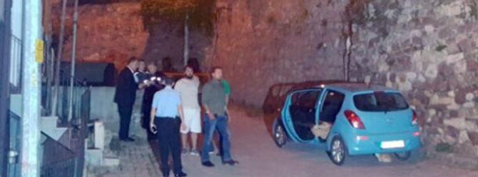 Otomobil içerisinde battaniyeye sarılı ceset bulundu