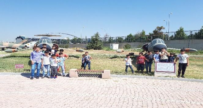Büyükşehir, mülteci çocuklara sahip çıkıyor