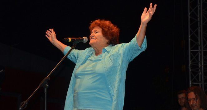Selda Bağcan Atasehir'de konser verdi
